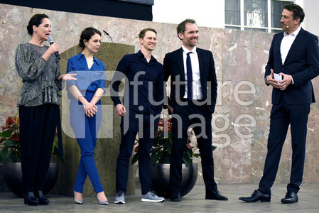 Staffel 2 Premiere 'Bad Banks' in Frankfurt